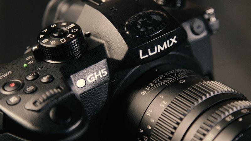 Micro Four Thirds Compact Camera